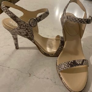 NWT Vince Camuto Snakeskin Heels- Size 10